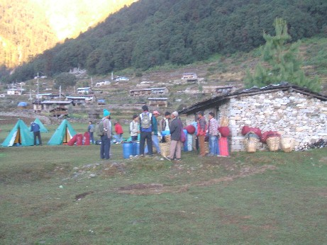 The porters came back to break camp ad tak it all down the mountain!