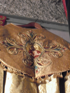 An embroidered collar