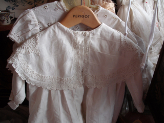 A lace collar