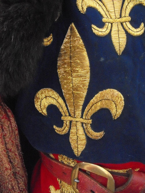 A close up of the fleur de lys on the surcoat