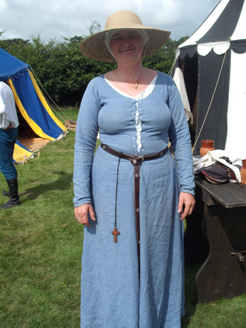 Denise in blue linen kirtle with attached sleeves , headcovering and sunhat!