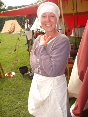 Trish with wool kirtle with partly attached sleeves - these are only sewn on the top half - and headcovering