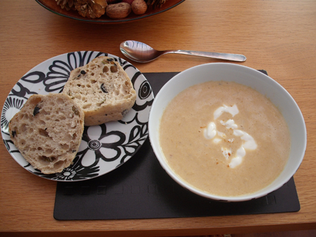 My lunch - pumpkin soup served with olive ciabatta roll - how nice!