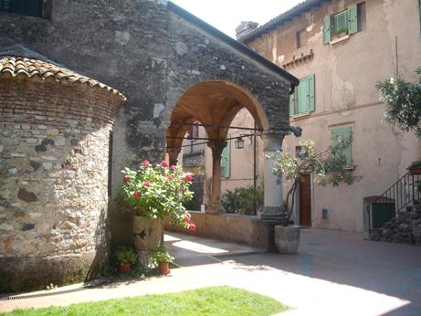 Garda 8 - Sirmione church