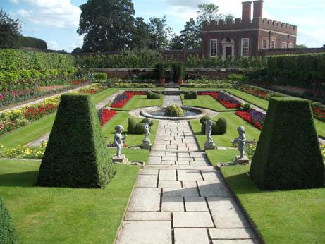 London - Hampton garden 2