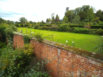 Powis - me - Ellie garden