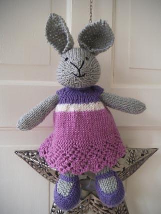 Bunny Knitting 2