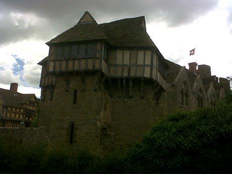 Stokesay Castle outside3