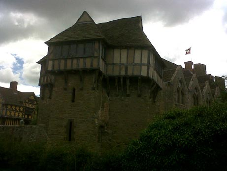 Stokesay Castle outside3