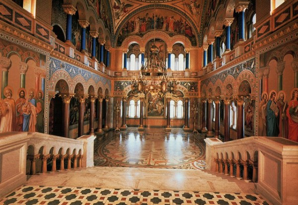 Neuschwanstein-Castle-interior-600x413