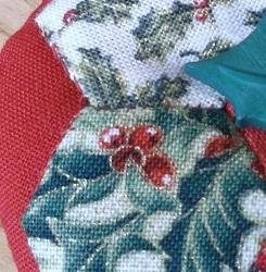 Hexi Xmas ornie - whip stitch detail