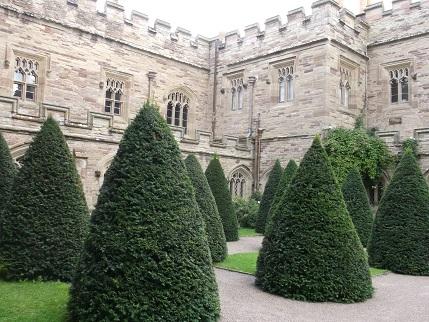 Hampton Court 16- castle