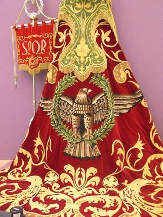 Lorca Blanco Roman robe