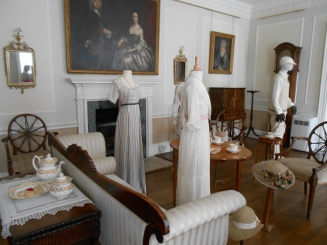 Downton costume - young ladies and housemaid
