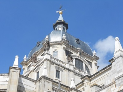 Madrid cathedral exterior 2