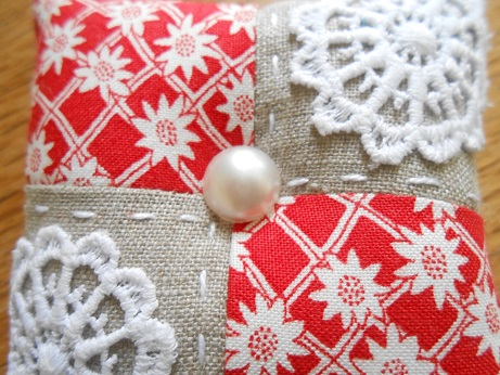 pincushions-sept-2016-red-and-linen-2