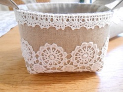linen-and-lace-basket-and-pouch-2