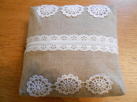 linen-and-lace-basket-and-pouch-5