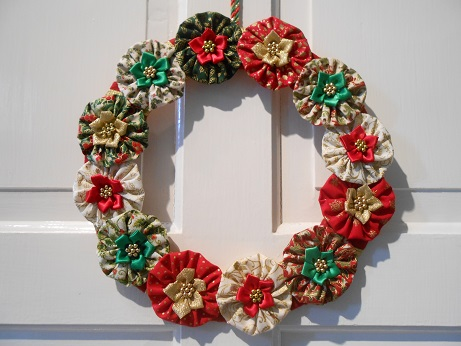 xmas-suffolk-puff-wreath-1