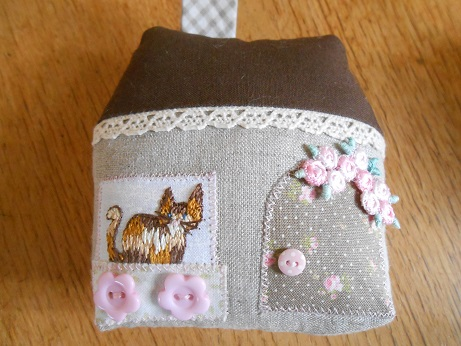cat-house-pincushion