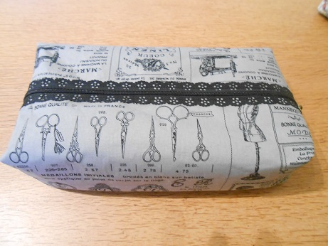 french-vintage-zip-pouch-1