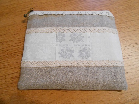 linen-and-lace-zip-pouch-1