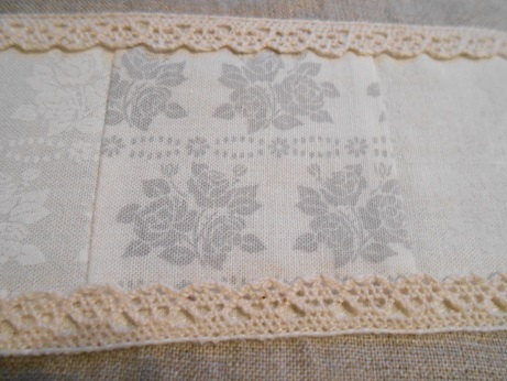 linen-and-lace-zip-pouch-2