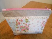pouch-boxy-plain-zip-blue-flower-3