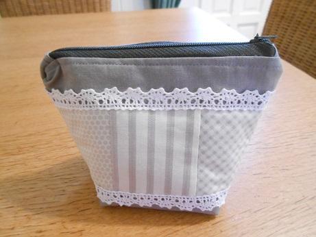 Grey linen pouch 1