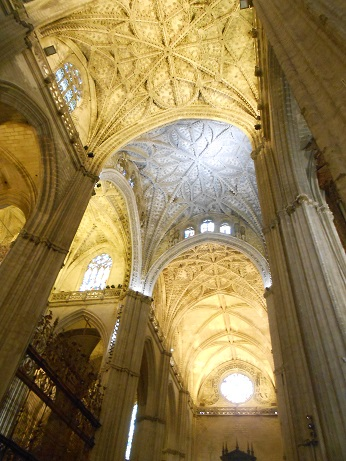 Seville cathedral interior 2