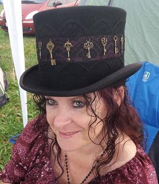 Tewks - Alison in hat