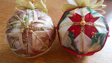 Xmas ribbon baubles 1
