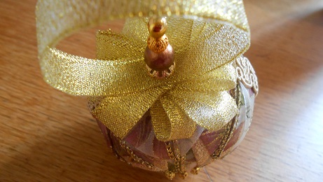 Xmas ribbon baubles 2