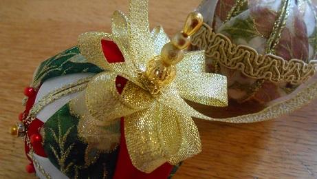 Xmas ribbon baubles 3