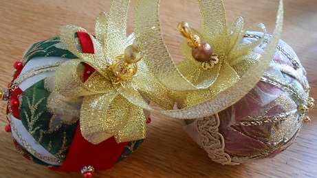 Xmas ribbon baubles 4