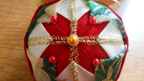 Xmas ribbon baubles 5