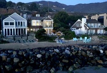 grace-and-frankie-on-netflix-beach-house outside