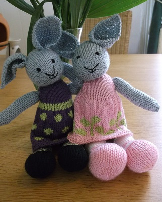knitted sophie-and-daisy-bunnies1